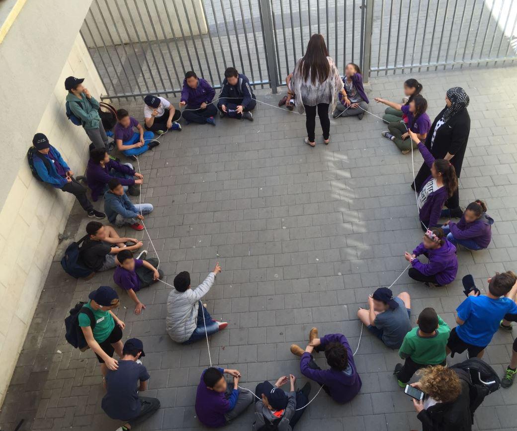 """תלמידי בתי הספר זיו ו""""אל ראשדיה"""" במהלך פעילות משותפת"""