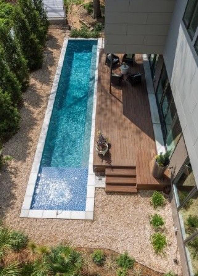 עיצוב גינה עם בריכת שחייה ביתית