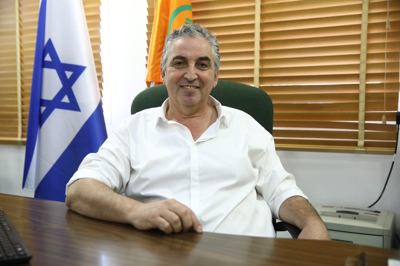 ראש העירייה הנבחר, חיים ברוידא נכנס ללשכת ראש העיר