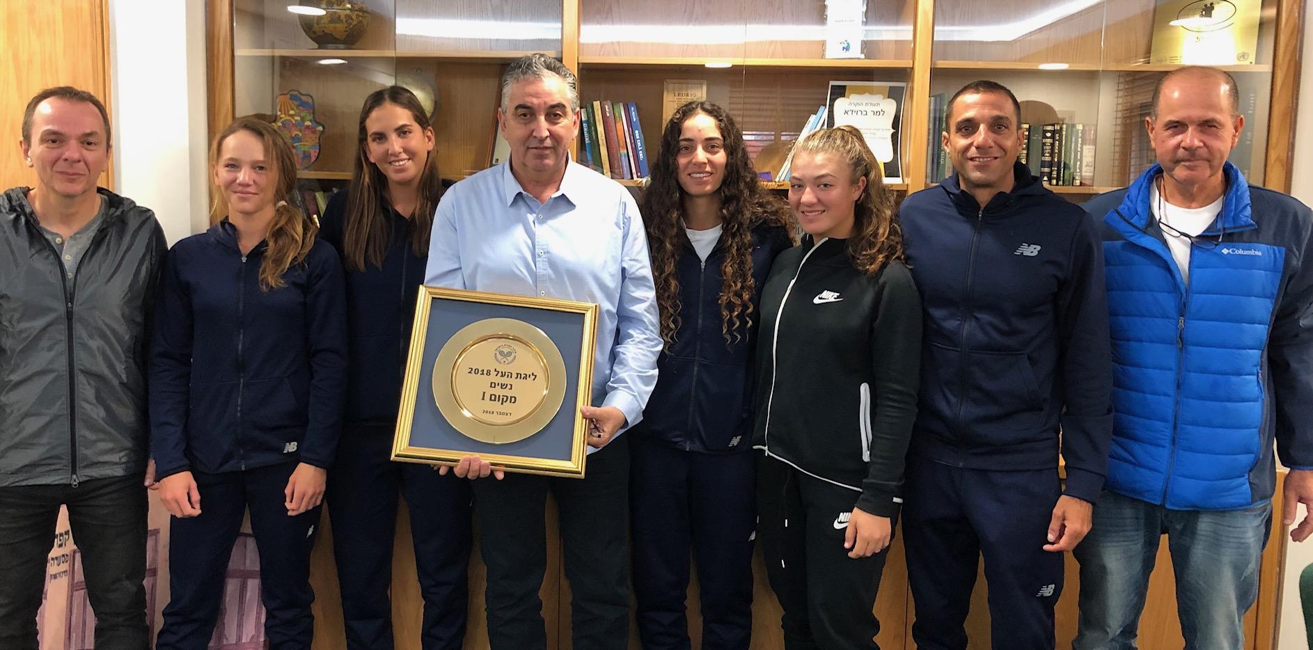 אלופות המדינה בטניס לנשים התארחו בלשכתו של  ראש עיריית רעננה