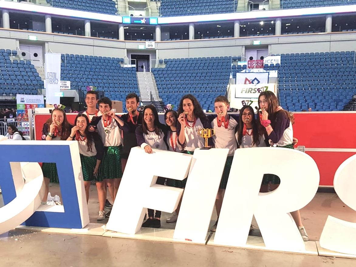 : קבוצת רובוטיקה מכיתה ט' וקבוצת רובוטיקה מכיתה ח' הגיעו למקום הראשון בתחרות הרובוטיקה  הארצית של ה- F.L.L
