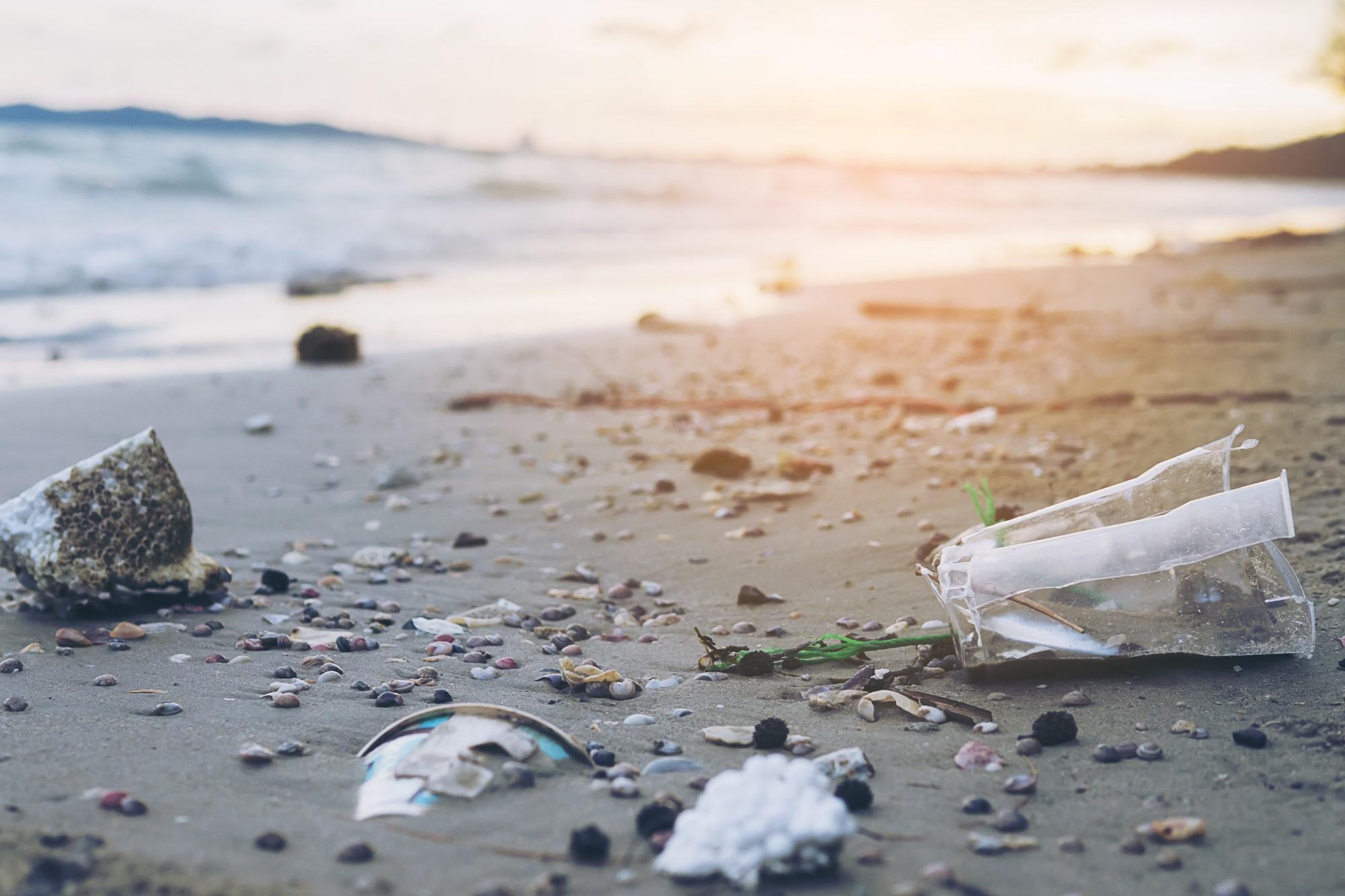 הכנסת שקיות פלסטיק  וכלים חד-פעמיים  לחופי הים - אסורה!