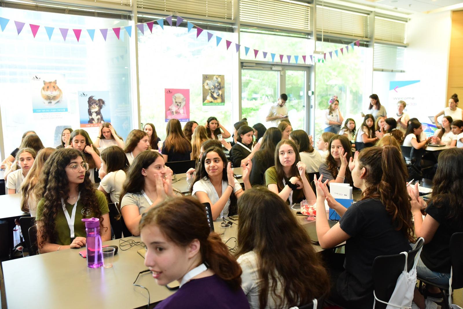 תכנית חדשנית לנערות במקצועות ההייטק והסייבר הושקה ברעננה