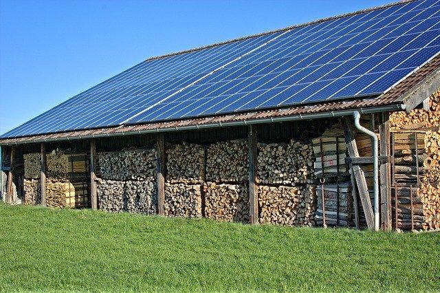 מה הקשר בין אנרגיה סולארית לחשבון החשמל שלכם?
