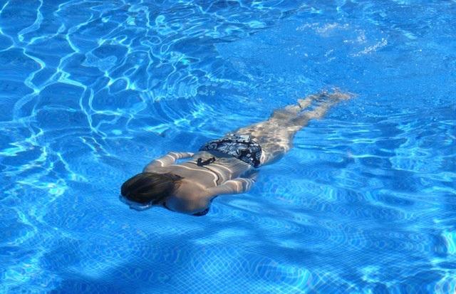 רבע מהישראלים לא יודעים לשחות, למרות שהפתרון בהישג ידם