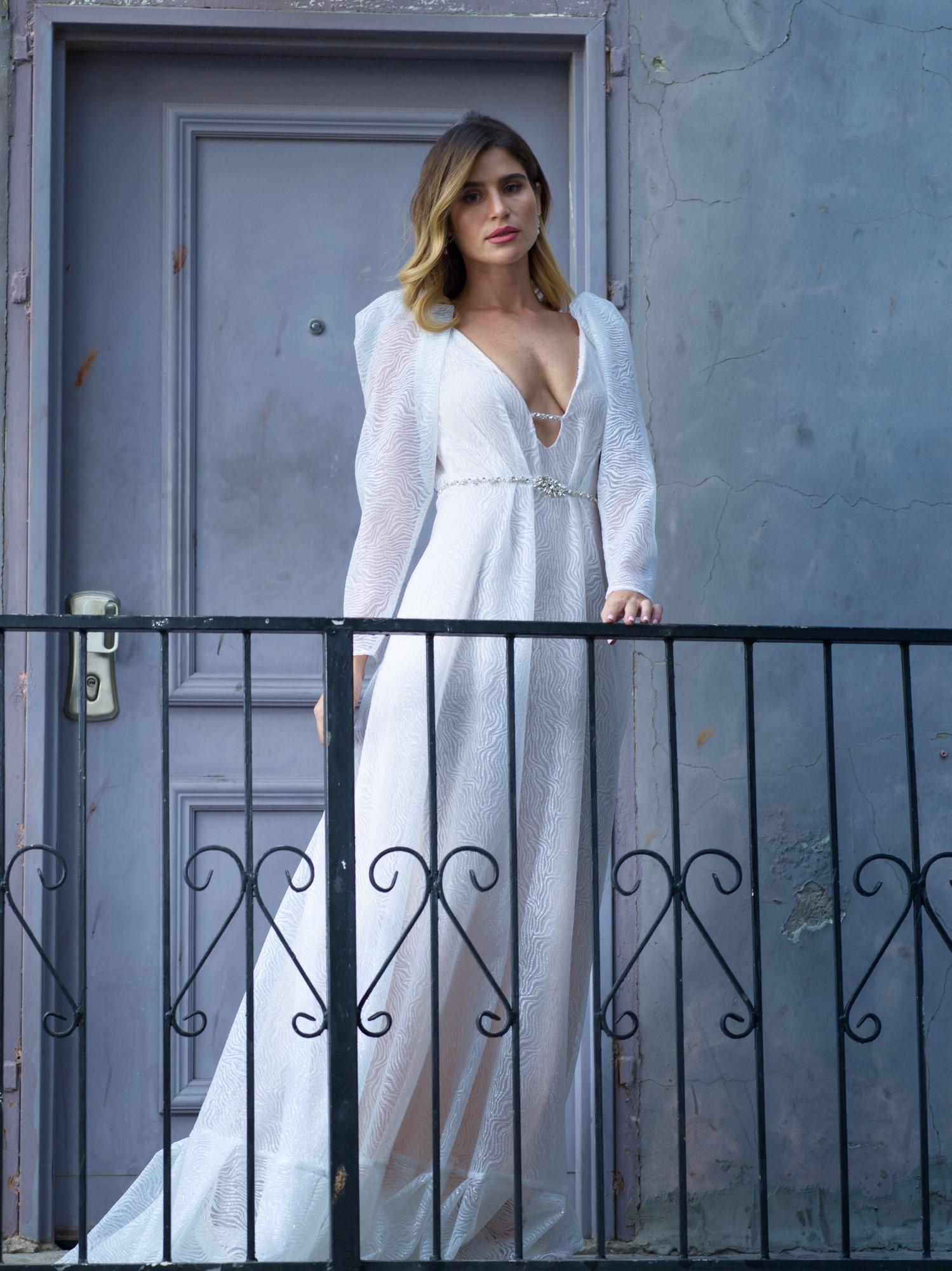 לצעוד לחופה עם שמלת כלה יפיפייה